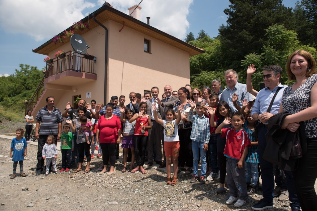 Eight Roma families in BiH have new homes