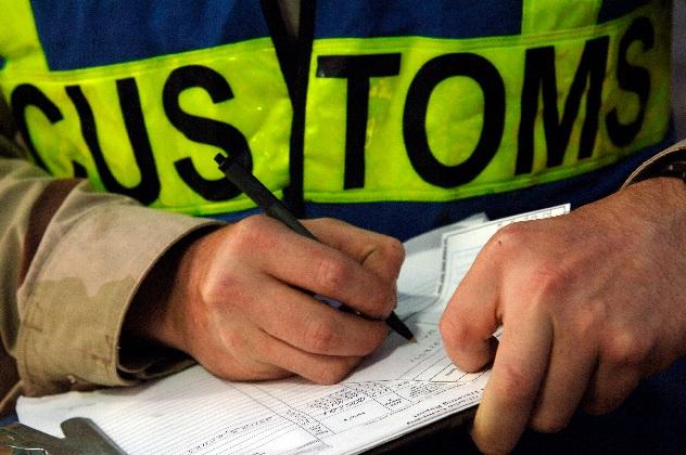 "Hahn supports Vucic's ""great idea"" on customs union"