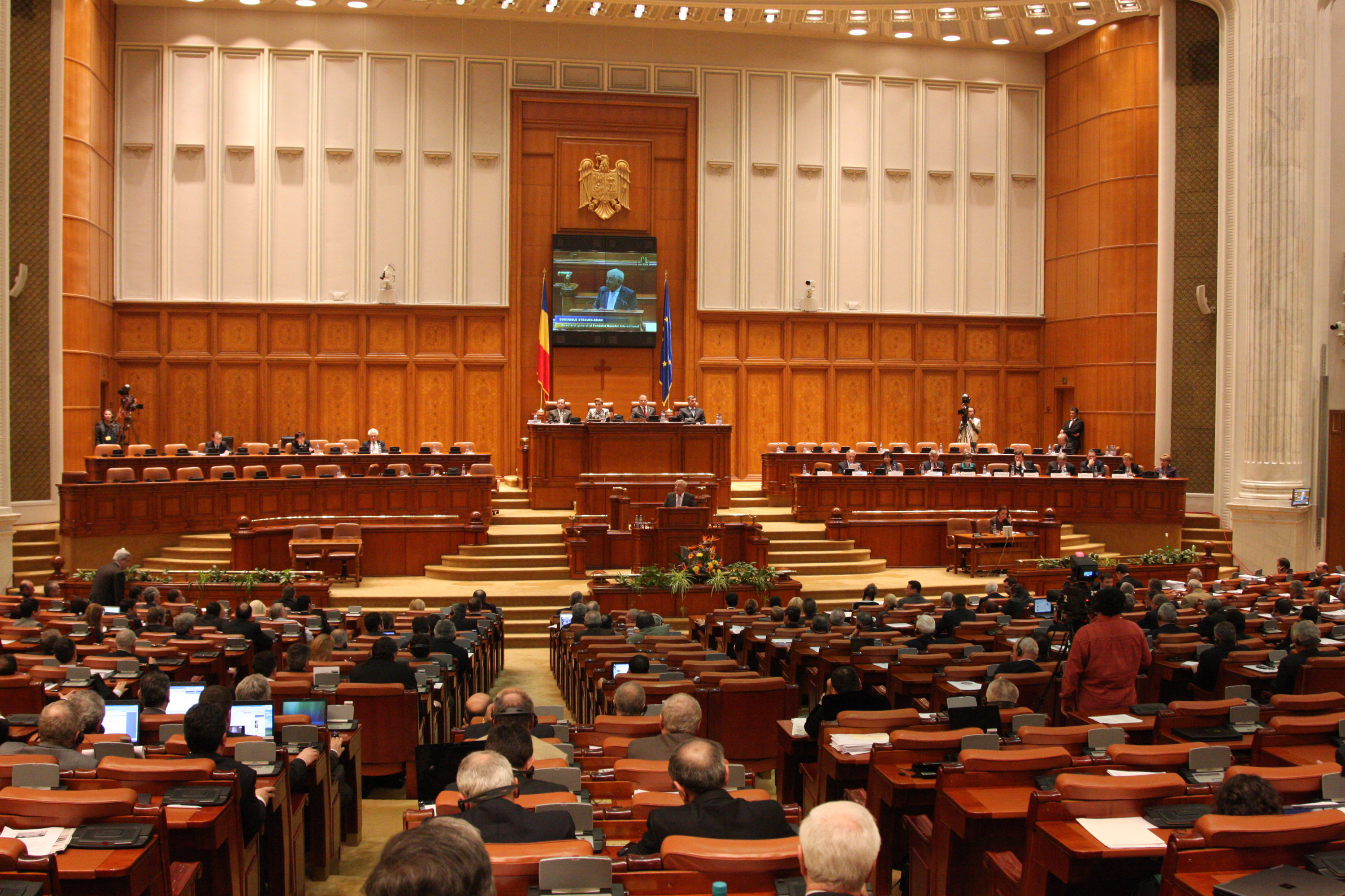 Parliament passes controversial public salary law