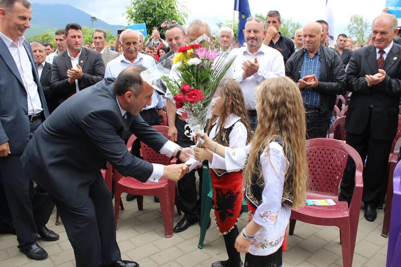 Kosovo: Children in the election campaign