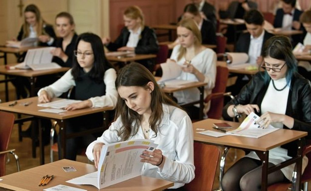 2,705 foreign students study in Albania