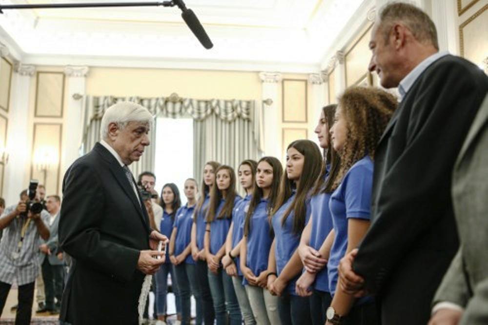 President of Greece praises Greek handball team for 'Macedonia' protest at EHF Youth championships