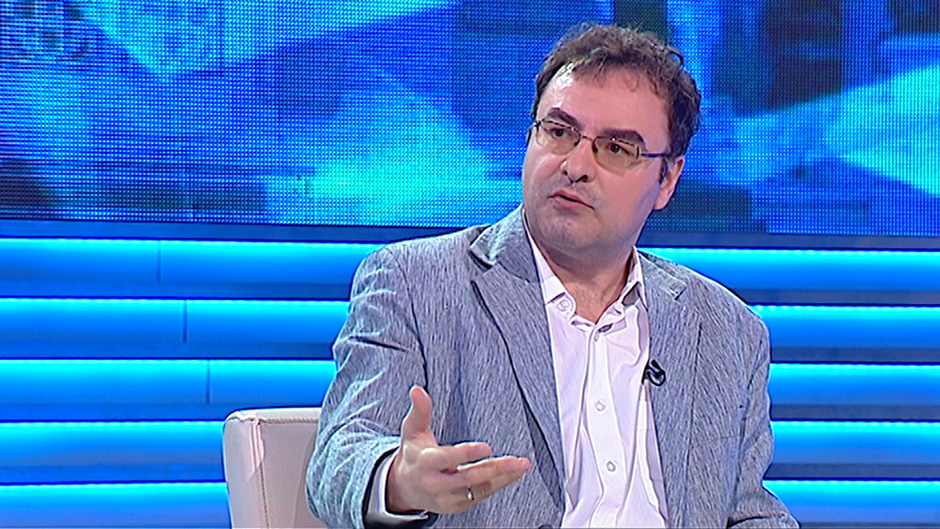 Far right extremists as Vucic's pit bulls