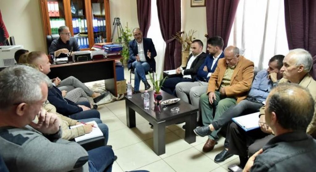 Government representatives meet with residents of Himara
