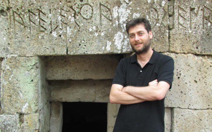Greek archaeologist reportedly spots stolen ancient vases on sale