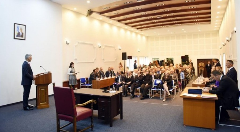 Serb prosecutors and judges take their oath in front of president Thaci