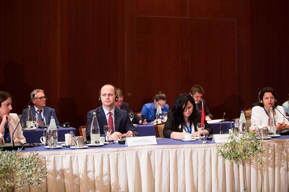 Albanian Foreign Minister Bushati calls for strengthened relations between neighboring countries