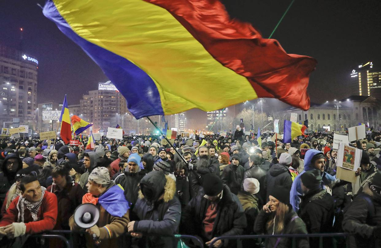 Bucharest anti-corruption rallies and the Christmas fair on Victoriei Square