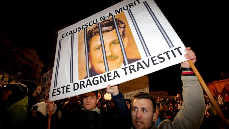 Thousands of Romanians march against corruption