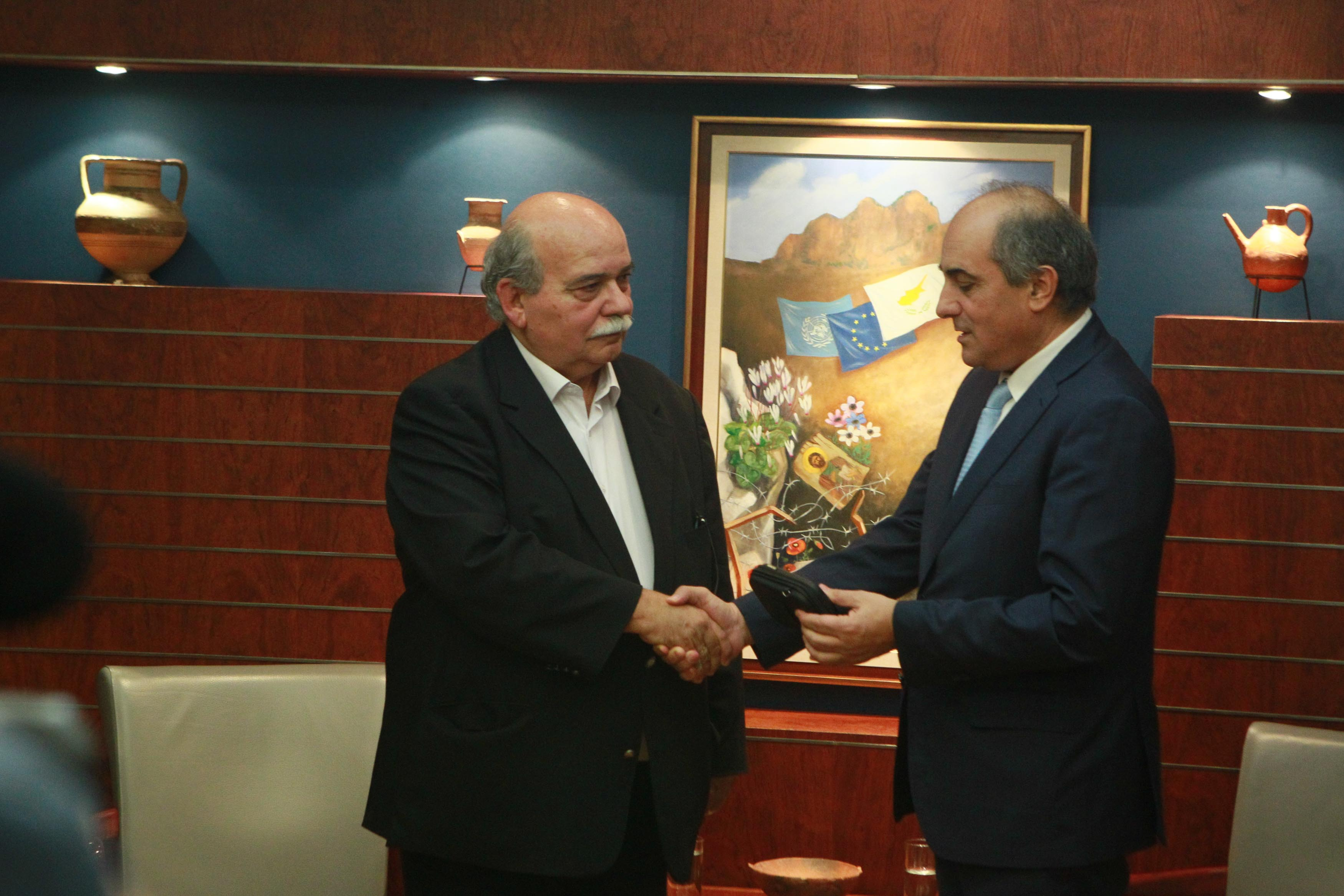Cypriot House President delivers the digitized material of the Cyprus Folder to the President of the Hellenic Parliament