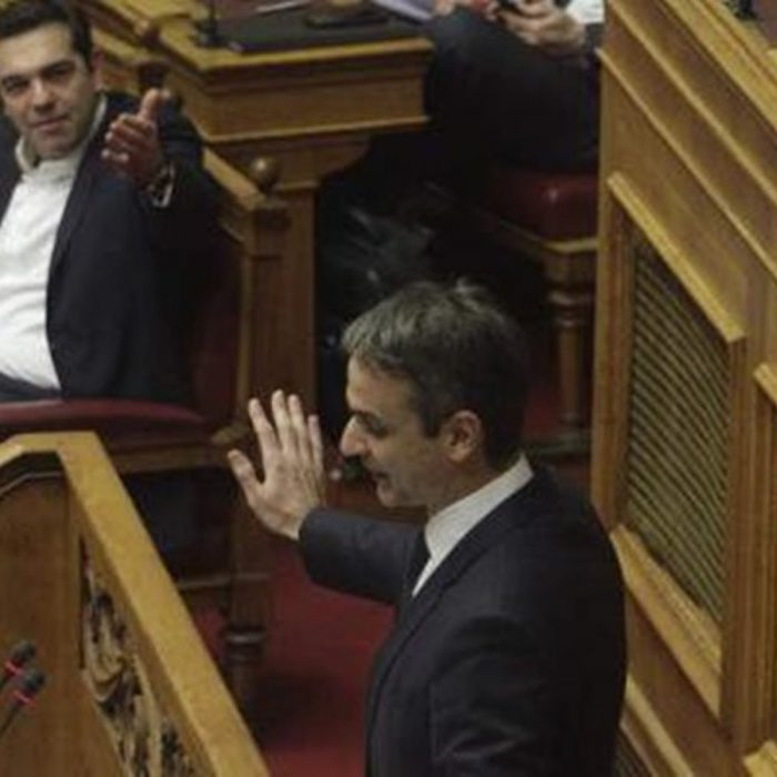 Tsipras at loggerheads with Motsotakis in Parliament over lawlessness