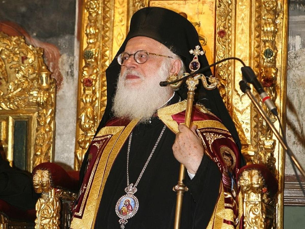 Ο Πρόεδρος Meta, απέδωσε την Αλβανική υπηκοότητα στον Αρχιεπίσκοπο Αλβανίας Αναστάσιο.
