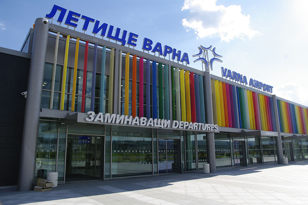 Tourists flock to Bulgarian beach resorts – Bourgas, Varna airports register passenger growth