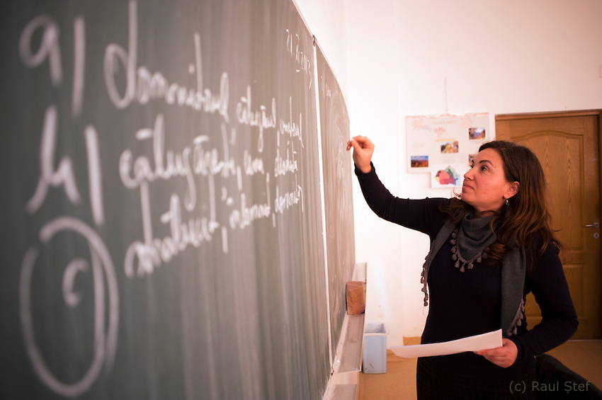 Salaries of Romanian teachers among the lowest in the country