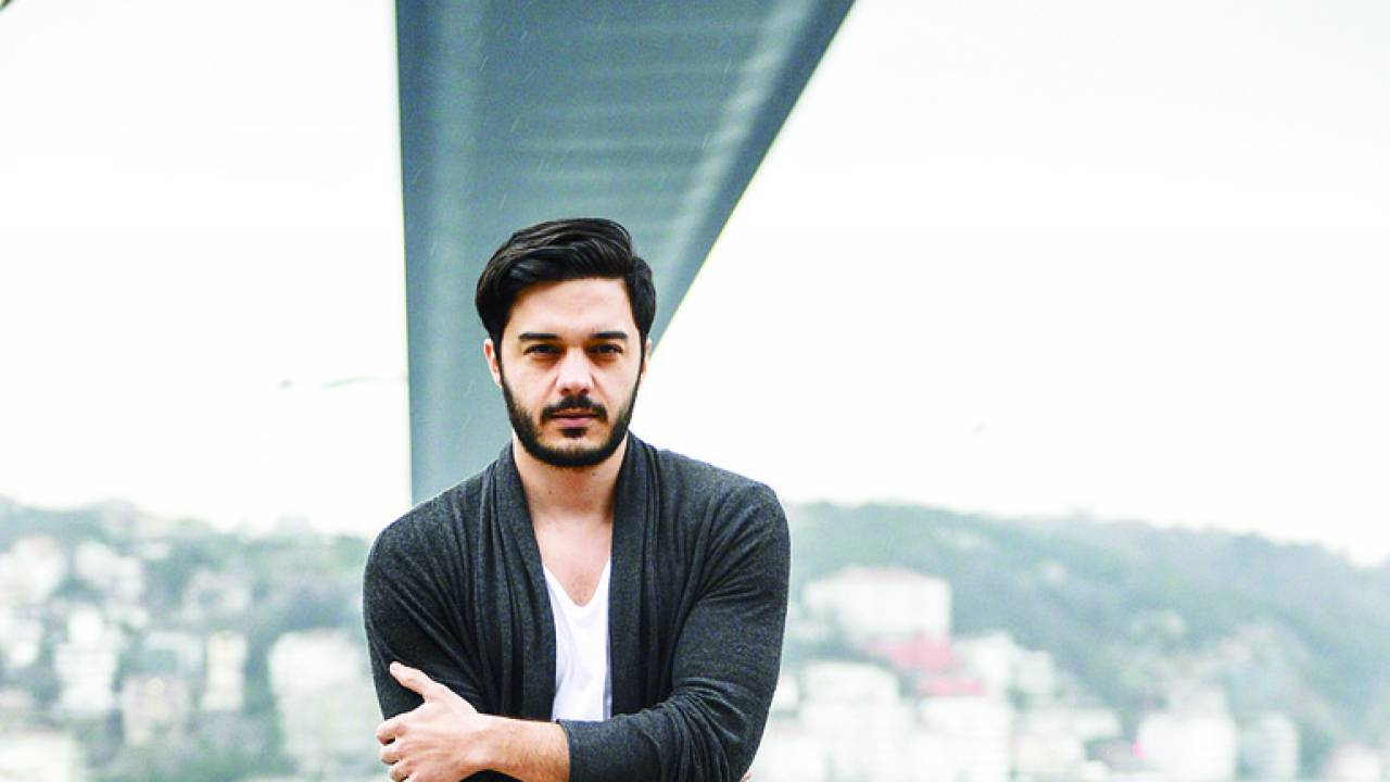 Turkish artist İlyas Yalçıntaş returns to Athens to film yet another video clip