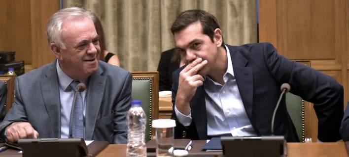 Tsipras tells cabinet 2018 will be landmark year for Greek economy