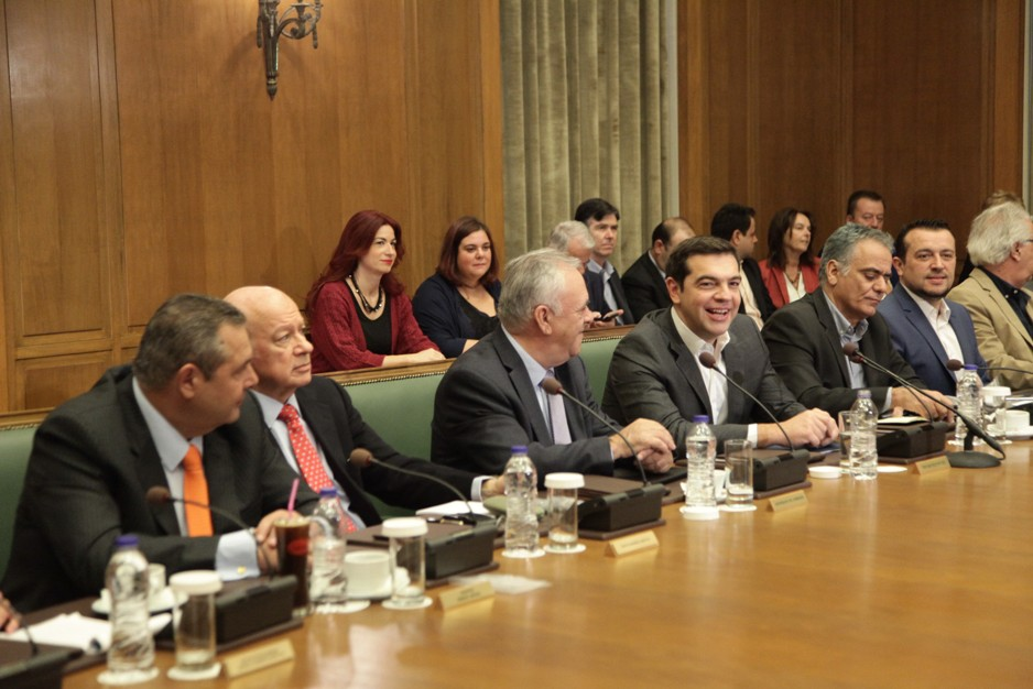 Tsipras to chair cabinet meeting ahead of multi-bill submission in parliament