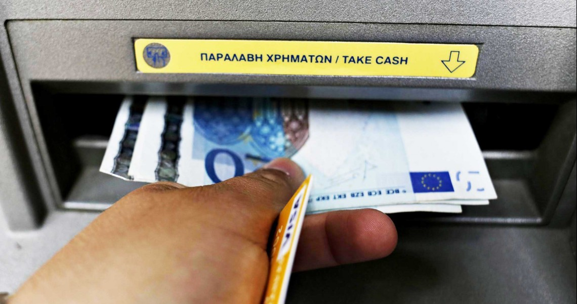 «Χαλαρώνουν» τα capital controls στην Ελλάδα