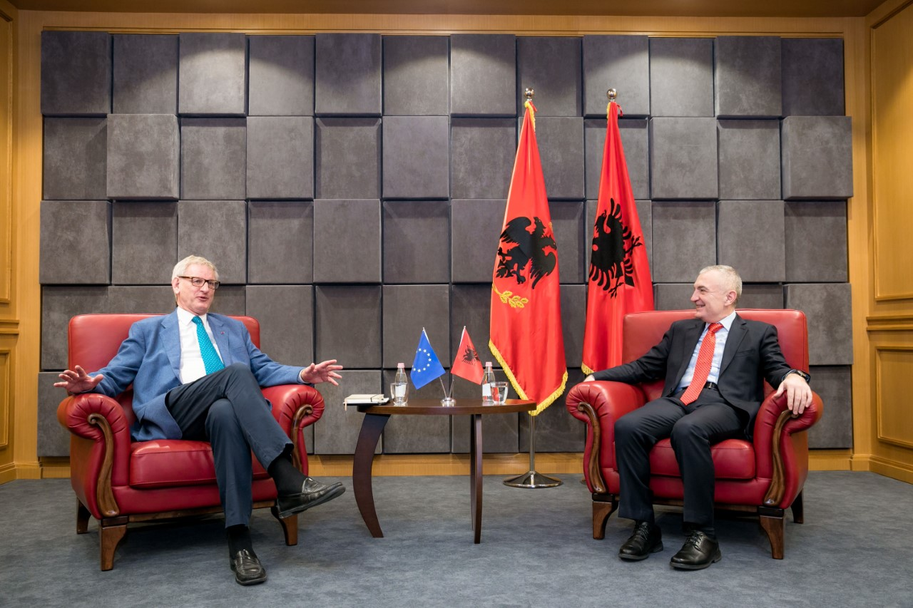 Meta-Bildt: Divisions or exchanges of territories act as destructive ideas