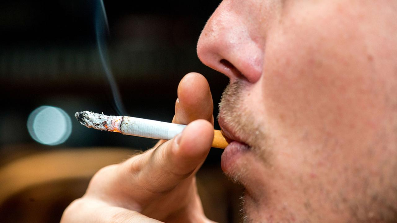 Bulgaria to impose tougher measures against those who smoke indoors