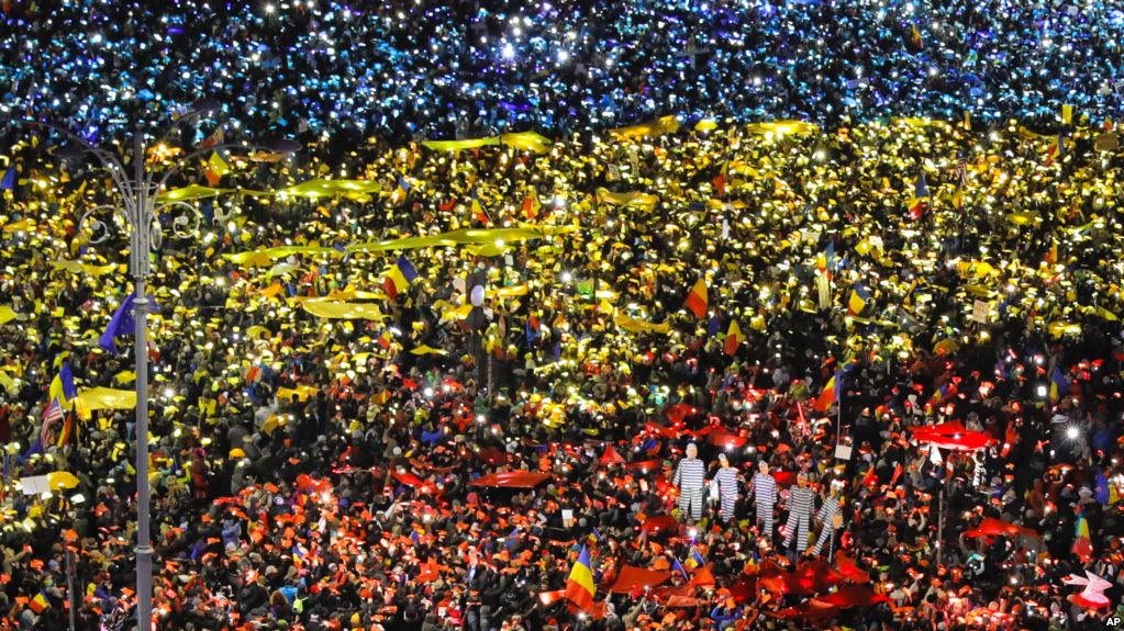 Romanian society opposes government with more protests