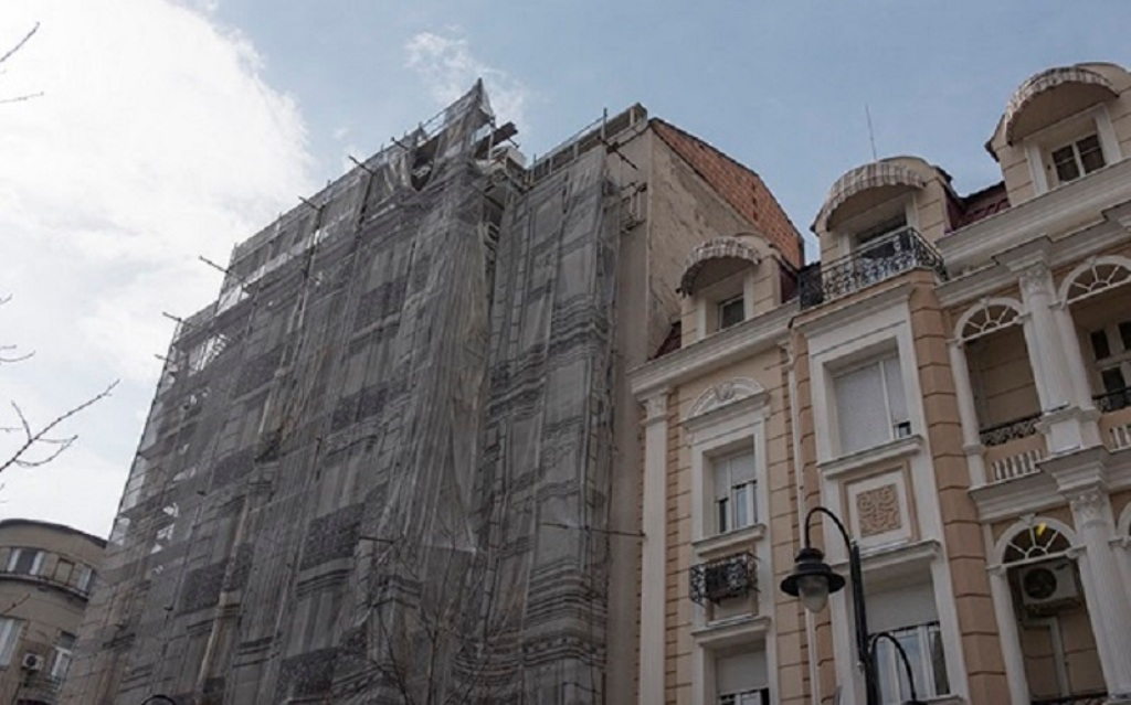 Reconstruction works on the façades of the buildings in Skopje's central square suspended