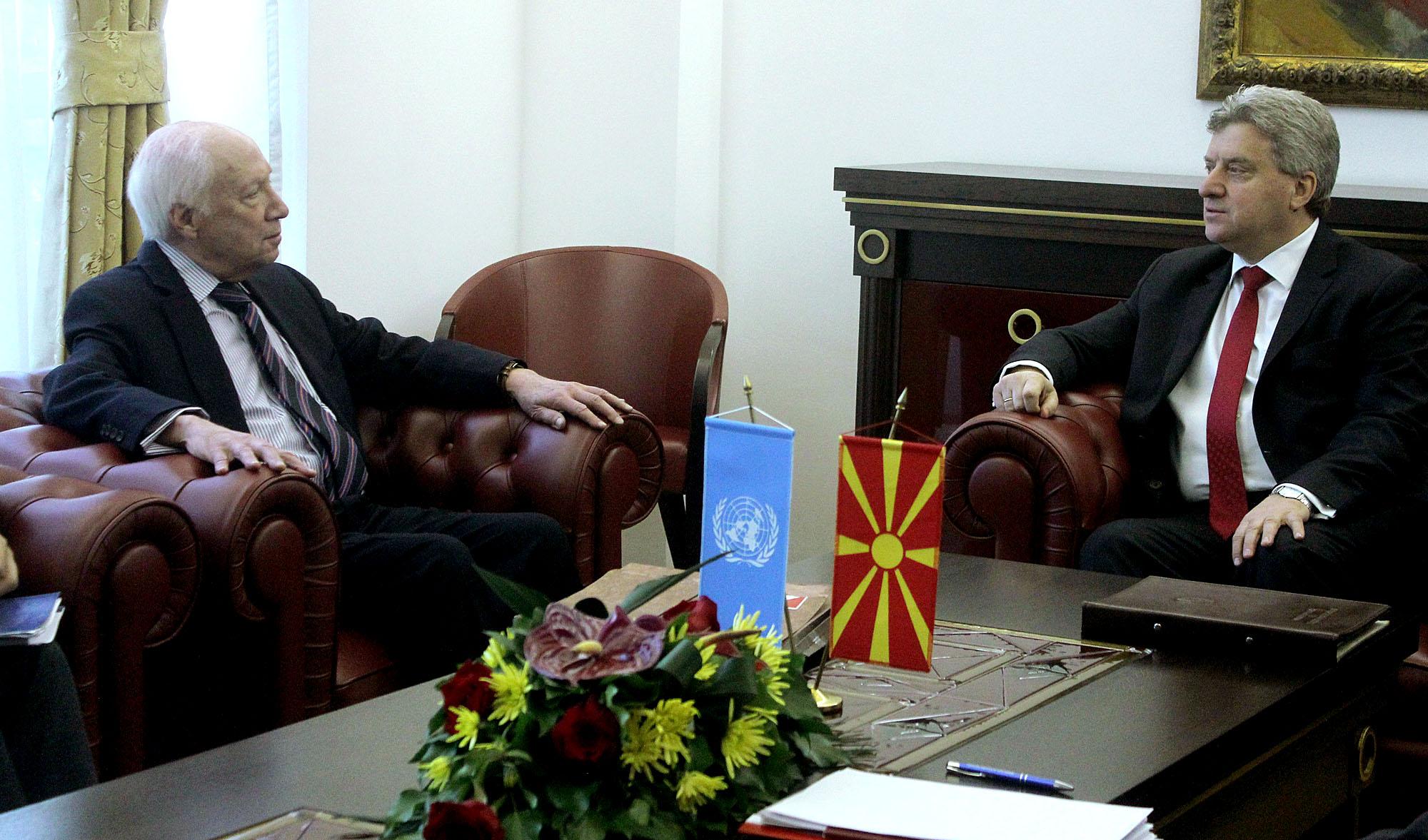 Media in Skopje focus on Nimetz's visit
