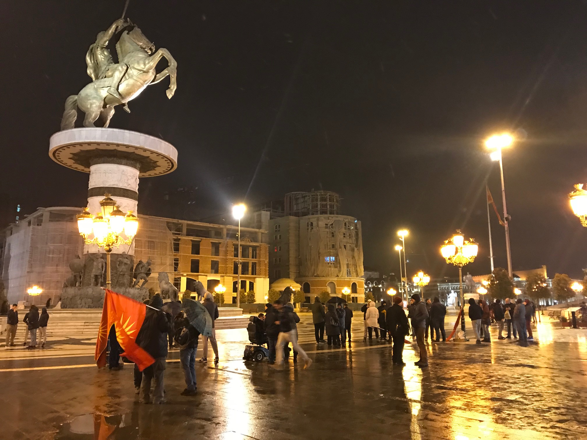 Μικρή κινητοποίηση προκάλεσε η ψεύτικη είδηση για απομάκρυνση του αγάλματος του Μ. Αλεξάνδρου από την πλατεία των Σκοπίων
