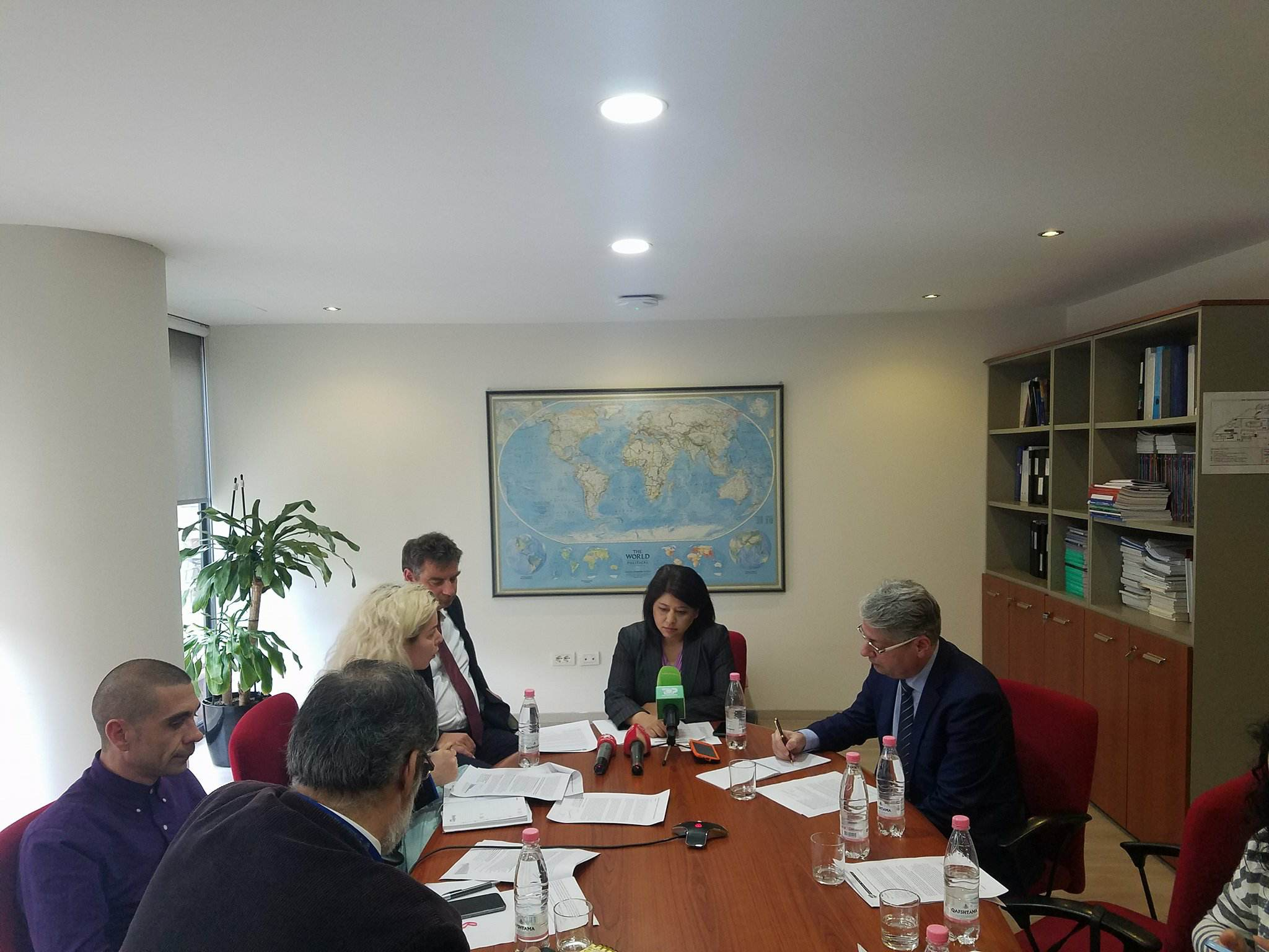 IMF mission in Tirana: Careful with public debt