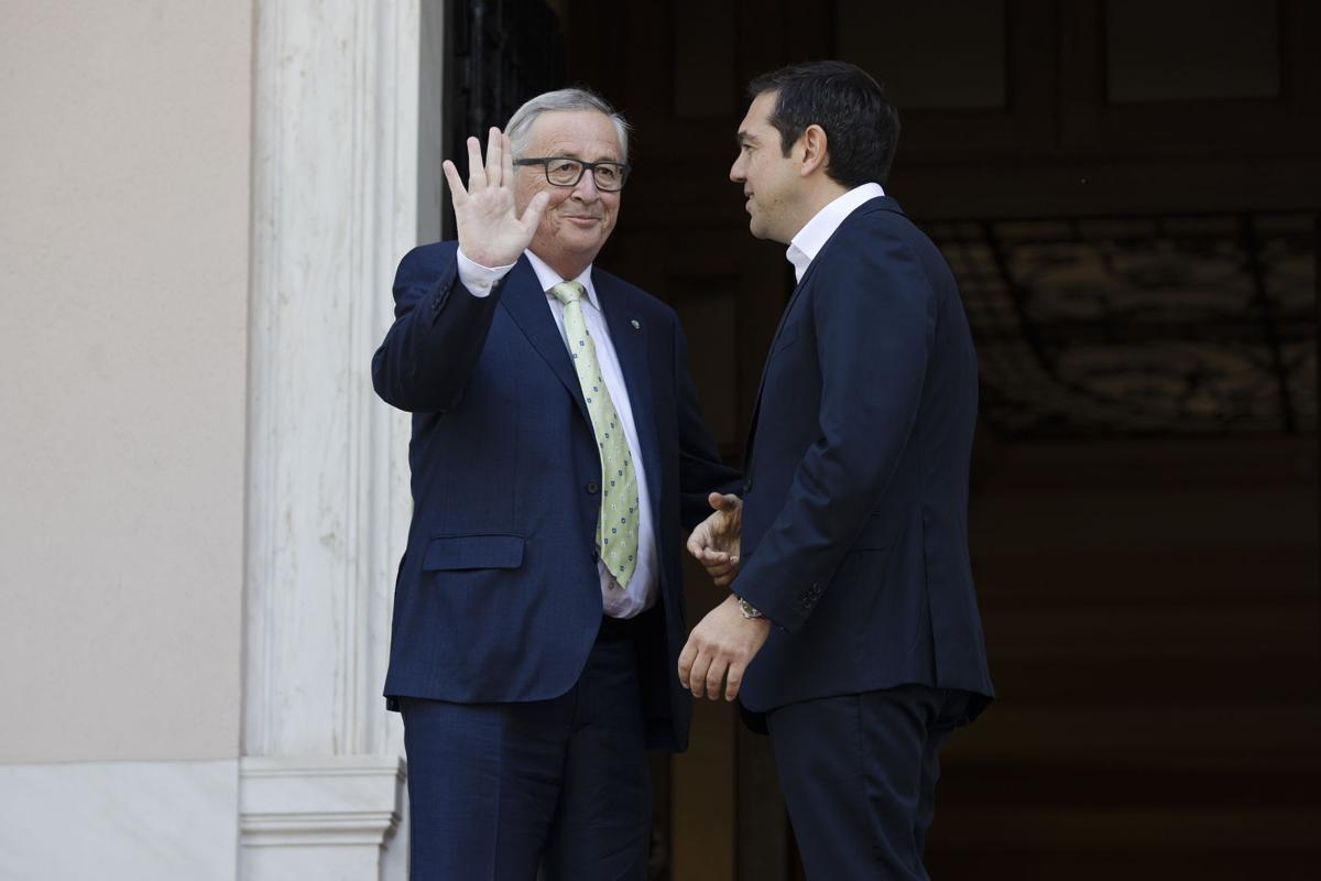 Juncker sends strong message of support to Tsipras administration