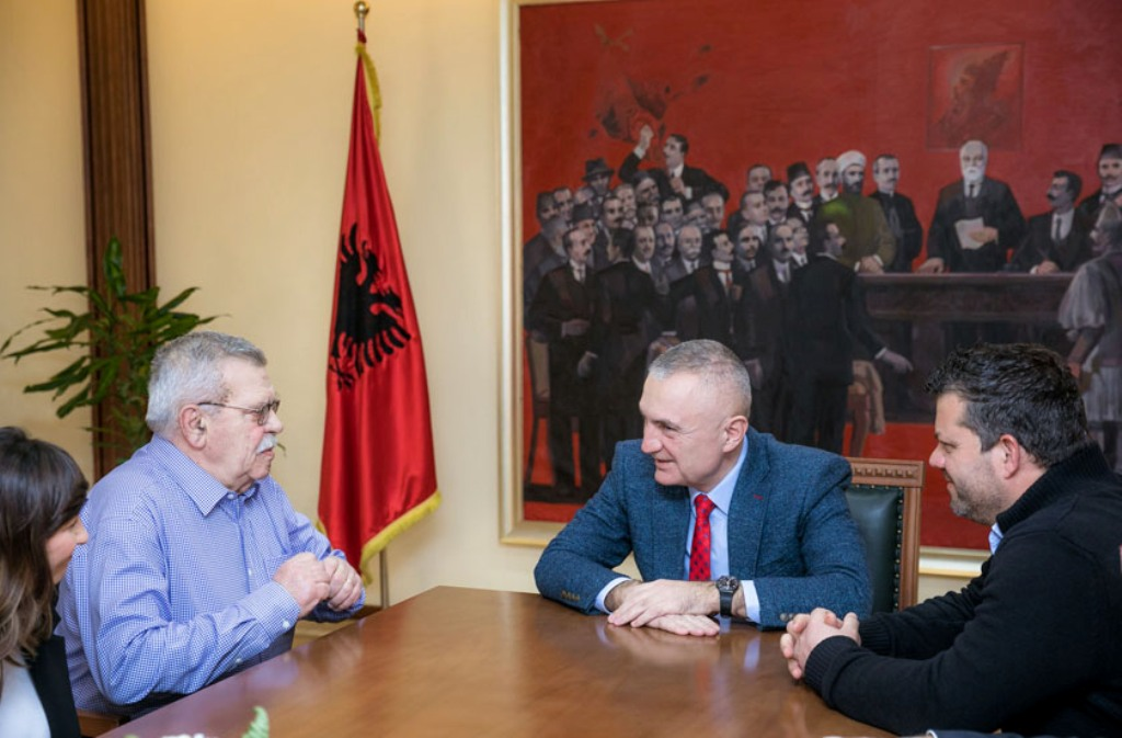 President Meta receives a group of representatives from the National Theater