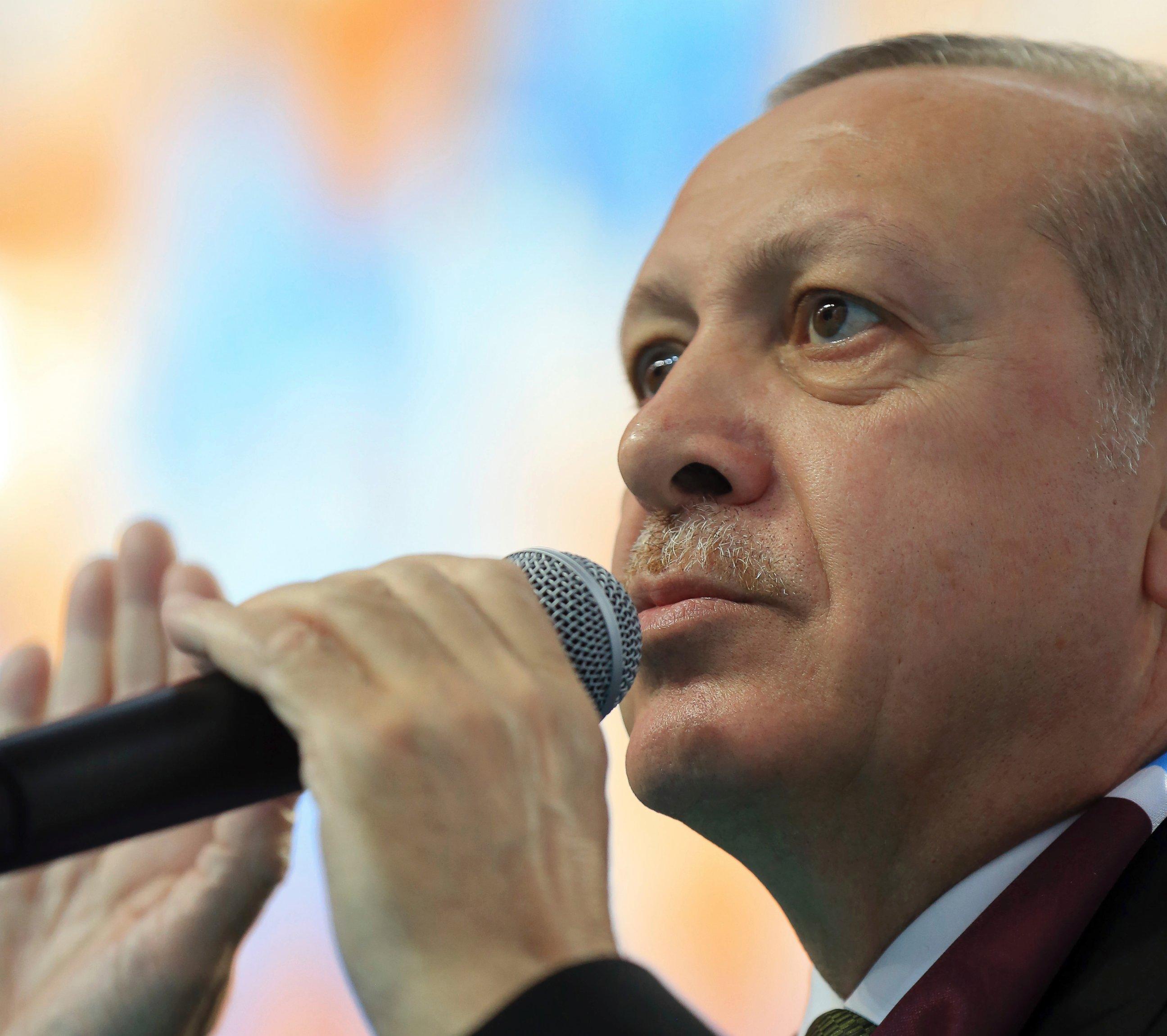 Ο Ερντογάν συσχετίζει τους 2 Έλληνες στρατιωτικούς με τους 8 Τούρκους αξιωματικούς