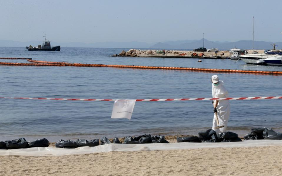 Greece: Saronic Gulf past oil spill poses no danger to people anymore