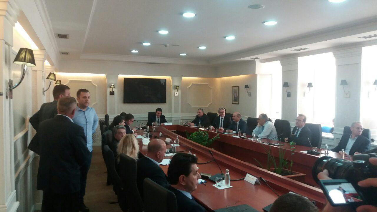 Kosovo: Opposition demands snap polls