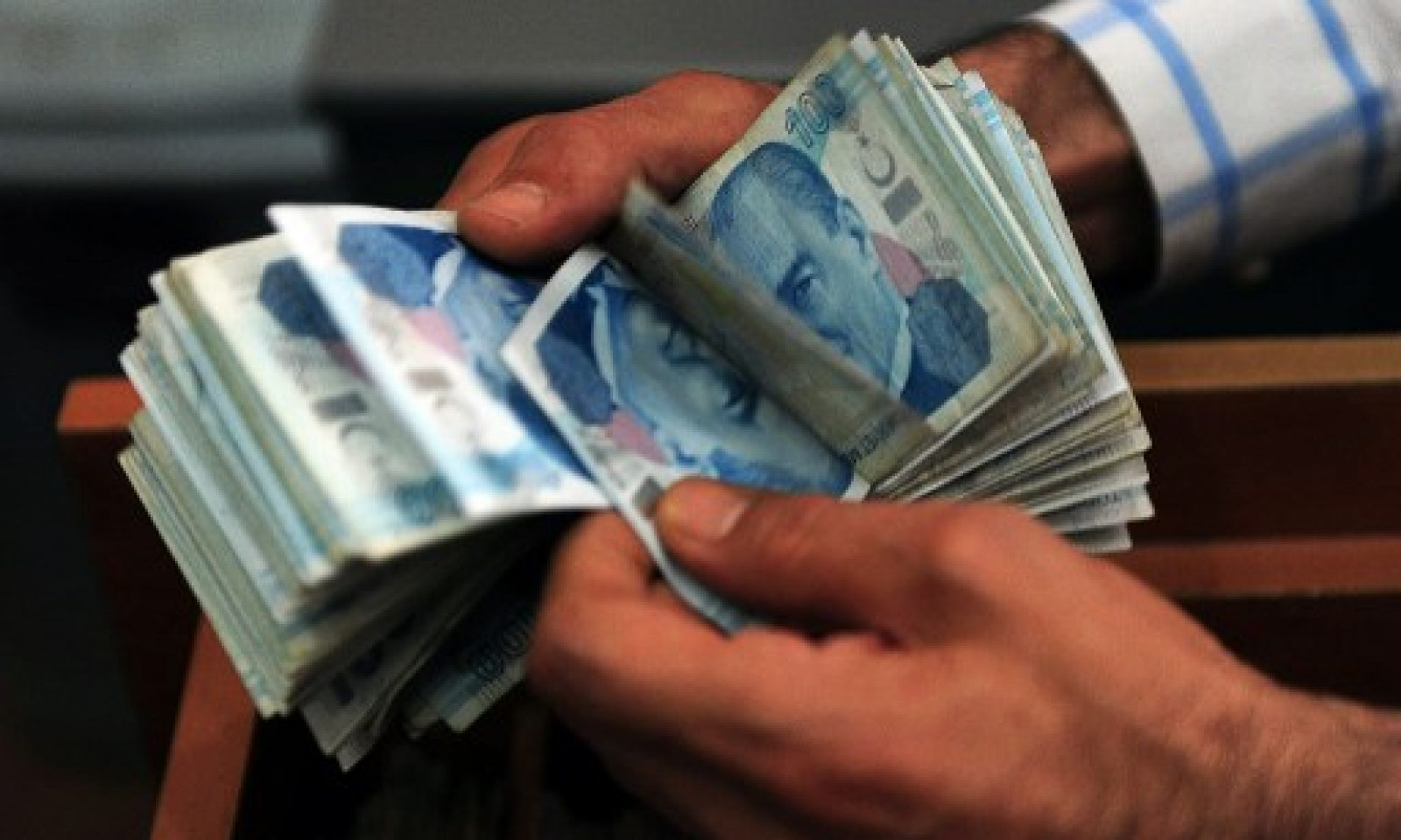 Depreciation of the Turkish lira makes it hard for banks-businesses