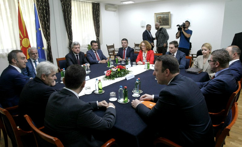 ΠΓΔΜ: Σε εξέλιξη η συνάντηση των πολιτικών αρχηγών στα Σκόπια, για το θέμα του ονόματος