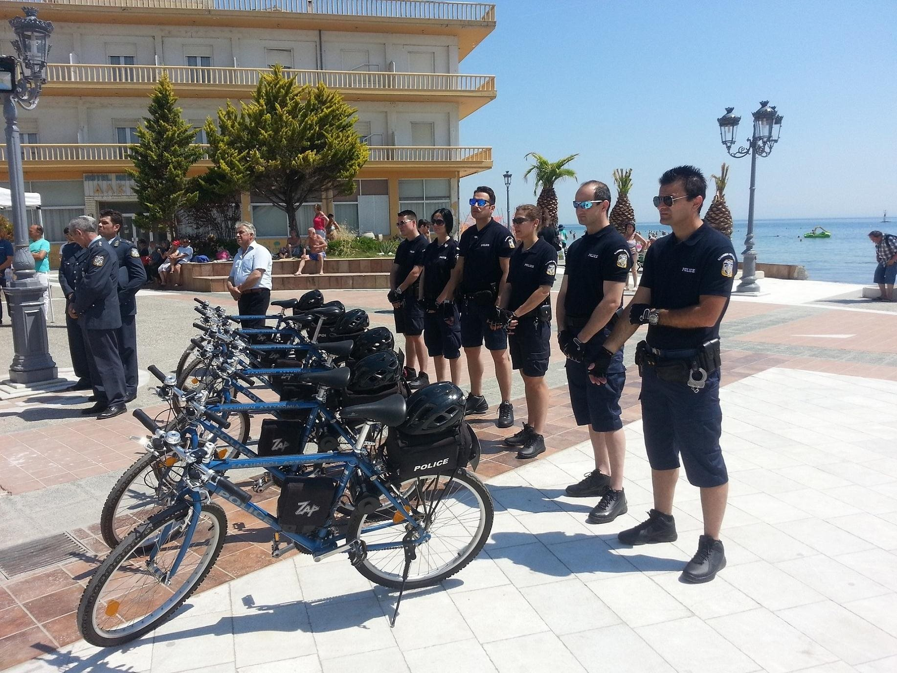 More Greek policemen on… bikes – Innovative way of city policing