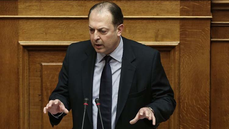 SYRIZA-ANEL majority in parliament cut by MP resignation