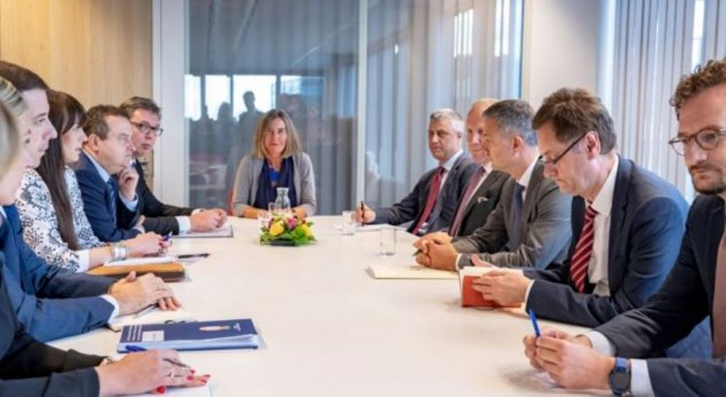 Kosovo: Lack of political consensus about the dialogue with Serbia
