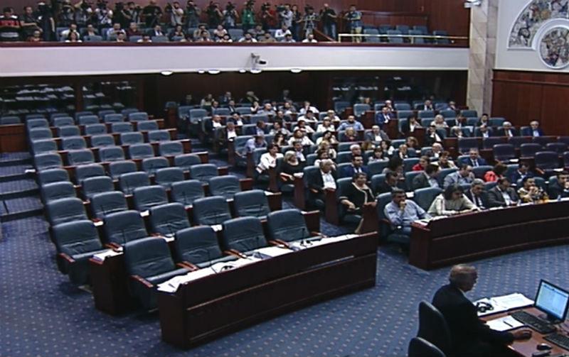 ΠΓΔΜ: Η Βουλή κύρωσε τη συμφωνία με την Ελλάδα για το όνομα