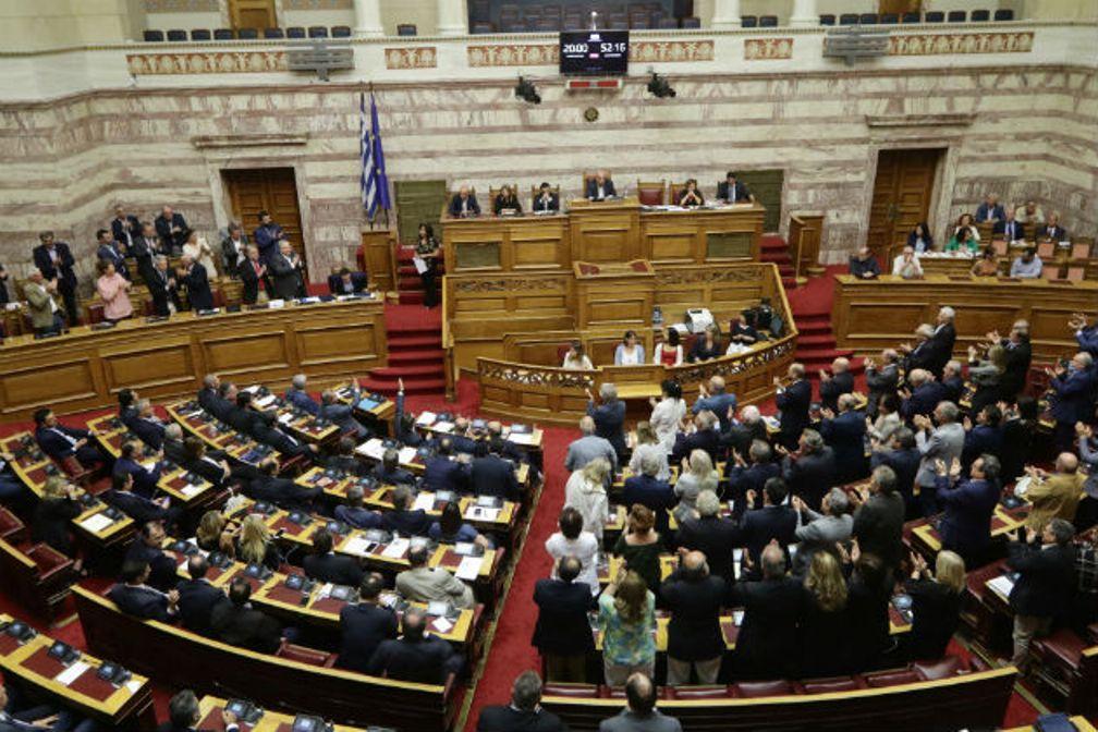 SYRIZA-ANEL coalition survives no-confidence vote