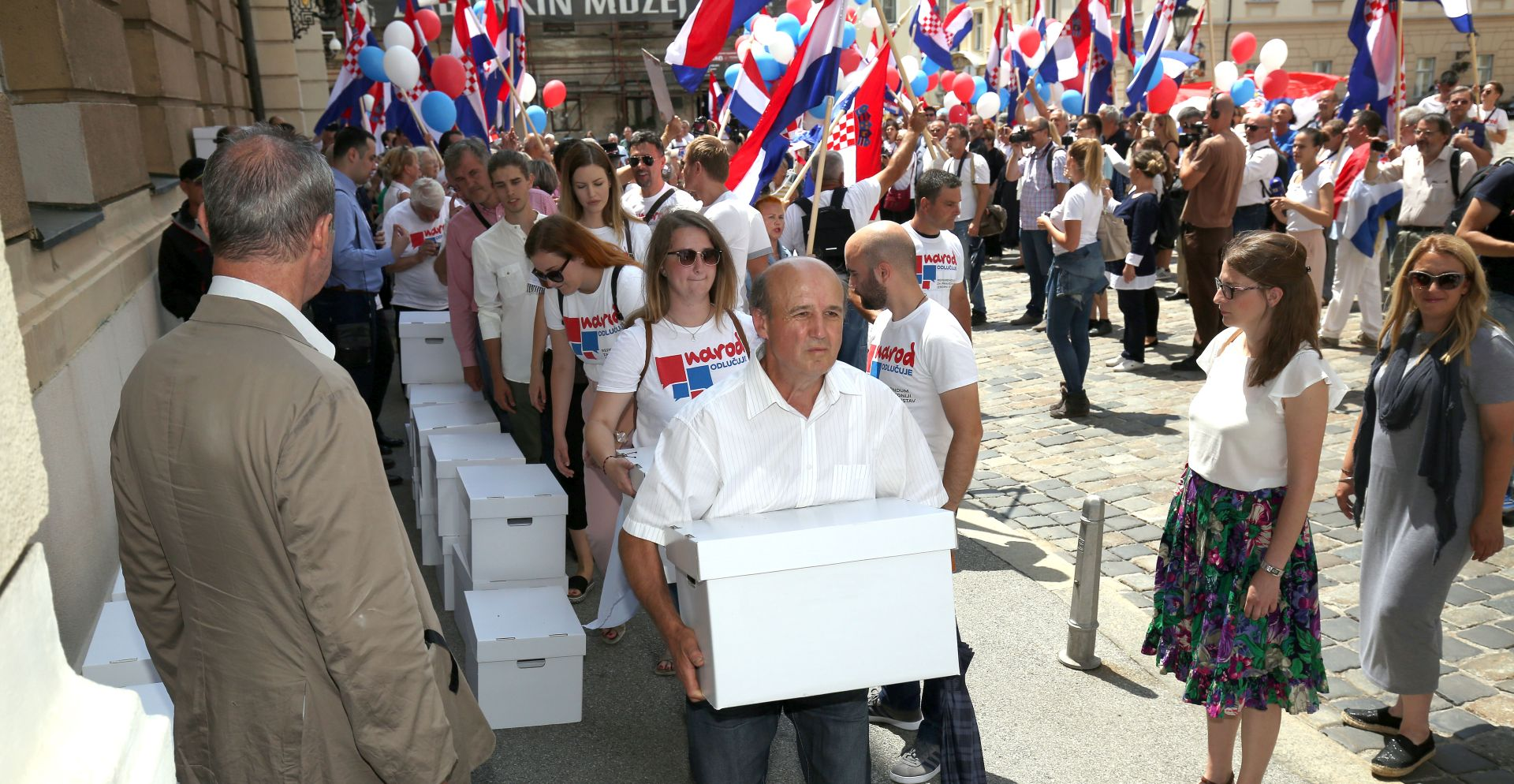 Croatia: 'The people decide' submit petition to parliament