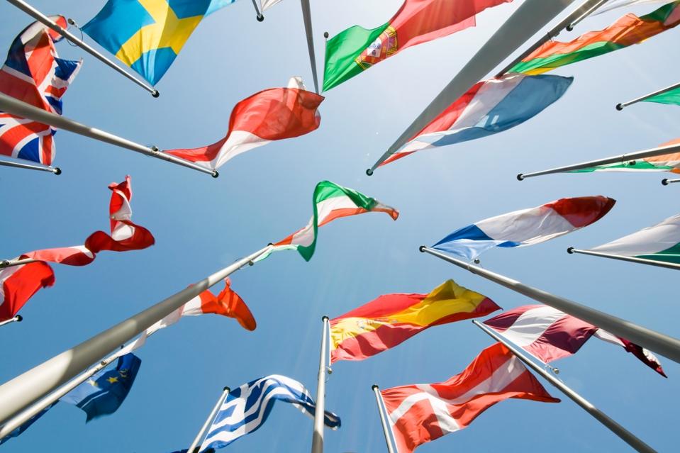 Χώρες της ΕΕ «μπλοκάρουν» τις Συμφωνίες με πΓΔ της Μακεδονίας και Αλβανία.