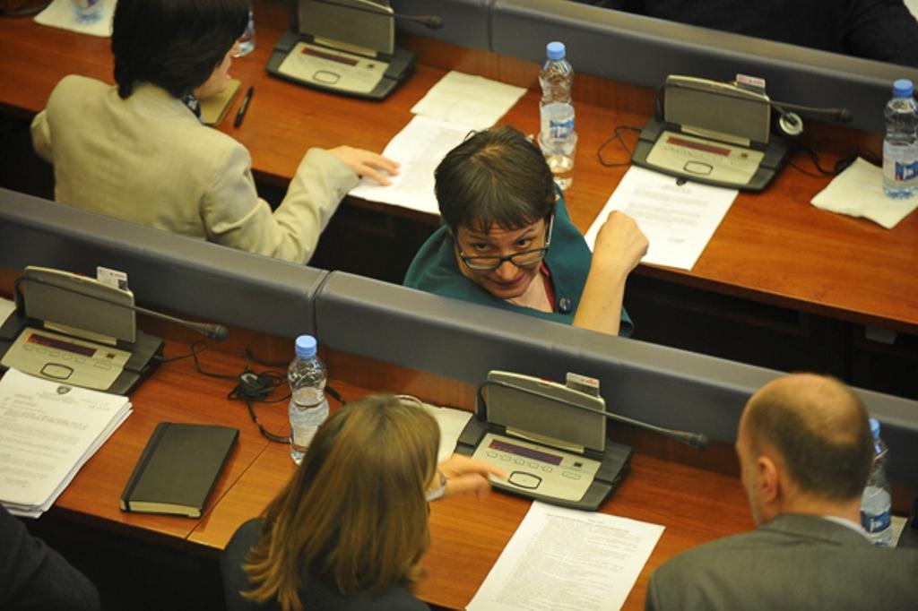 Kosovo: Motion to impeach deputy speaker Derguti voted down
