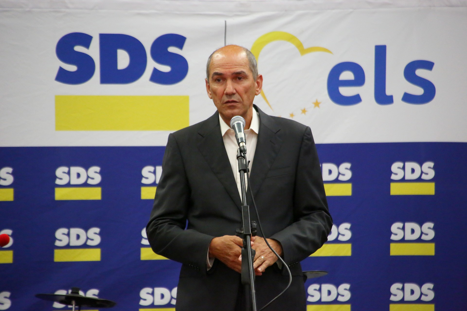 Janez Jansa leads poll ahead of Sunday's ballot – A whiff of xenophobia