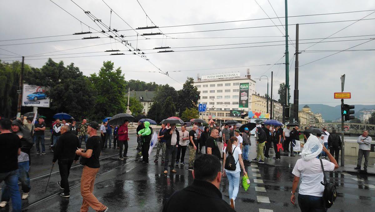 War veterans blocked Sarajevo's main street, tensions run high