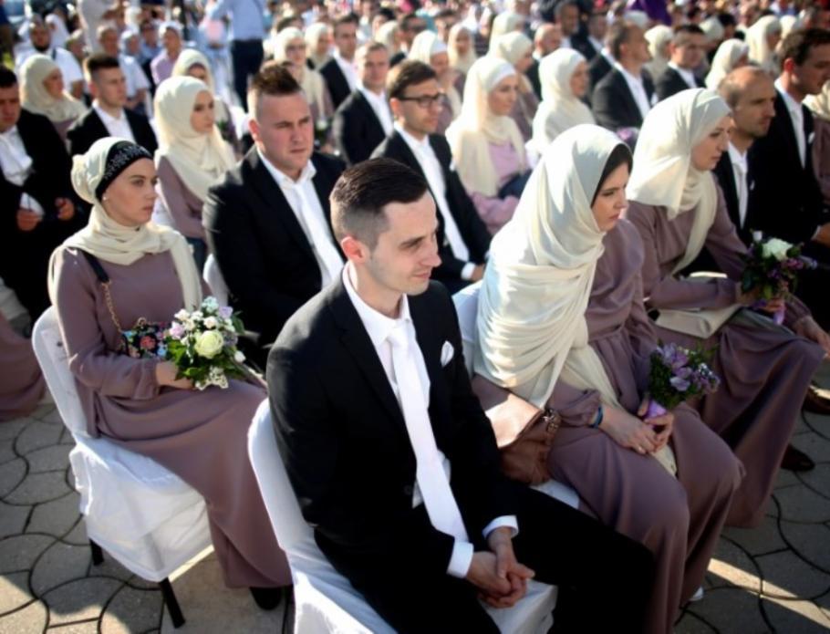 Mass nuptials for sixty Bosnian Muslim couples in Sarajevo