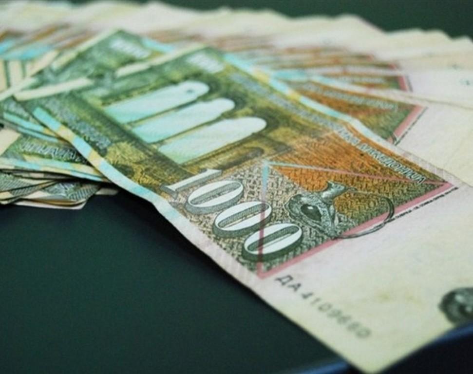 Average salary in FYROM is 400 euros
