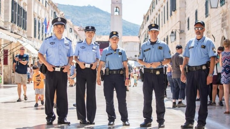Chinese and Croat police officers on joint patrols in Croatia due to tourism needs