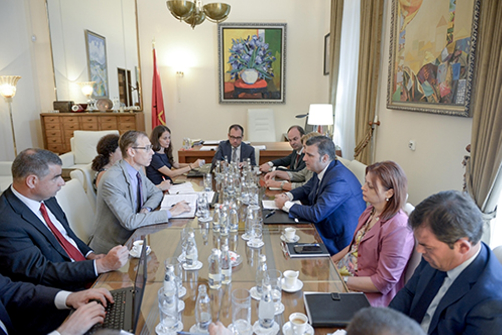 Governor of Albanian Central Bank meets with IMF officials